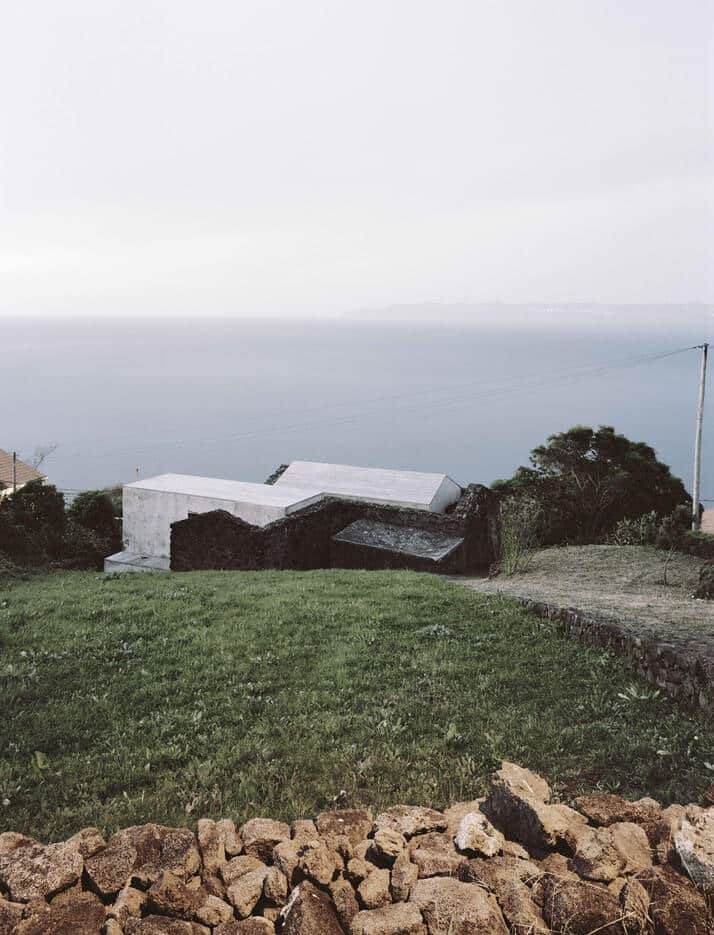 SAMI Arquitectos have transformed some ruined walls into a holiday home 5
