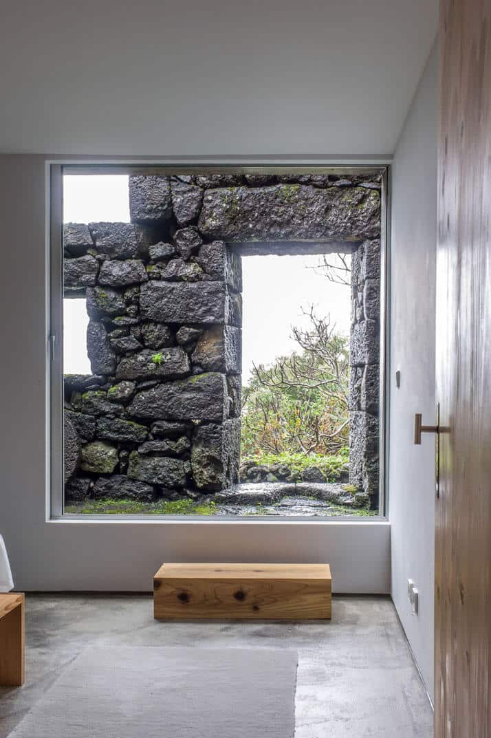 SAMI Arquitectos have transformed some ruined walls into a holiday home 6